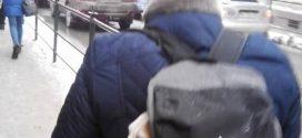 У соцмережах обговорюють відео, на якому тернополянин запхав собаку у незвичне місце (ВІДЕО)