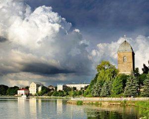 Тернопіль озеро перед грозою