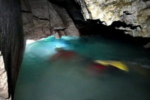 печера Оптимістична озеро