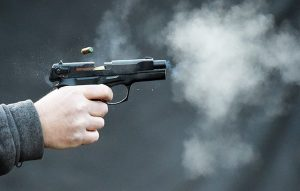 пістолет постріл