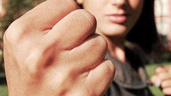 На Прикарпатті мати чотирьох дітей, яку позбавили батьківських прав, промишляла зі своїми спільниками грабежами