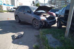"""У Тернополі на """"Дружбі"""" зіткнулися автомобілі. Є потерпілий (ФОТО)"""