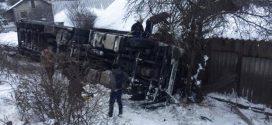 <strong>Смертельна аварія на Тернопільщині – поблизу Теребовлі перекинулася вантажівка (ФОТО)</strong>