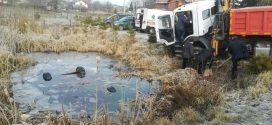 <strong>Моторошна аварія: в озері знайшли автомобіль з тілами чотирьох хлопців (ФОТО)</strong>