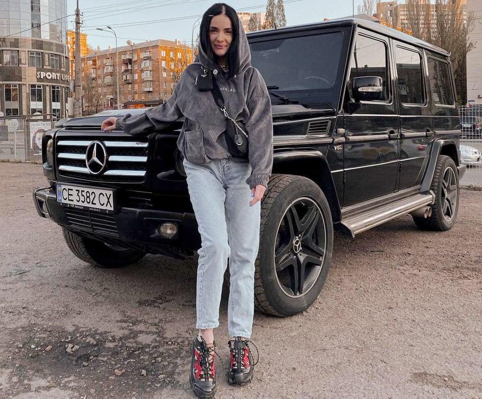 блогерка Олена Метельська
