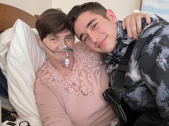 Роман Сасанчин з мамою
