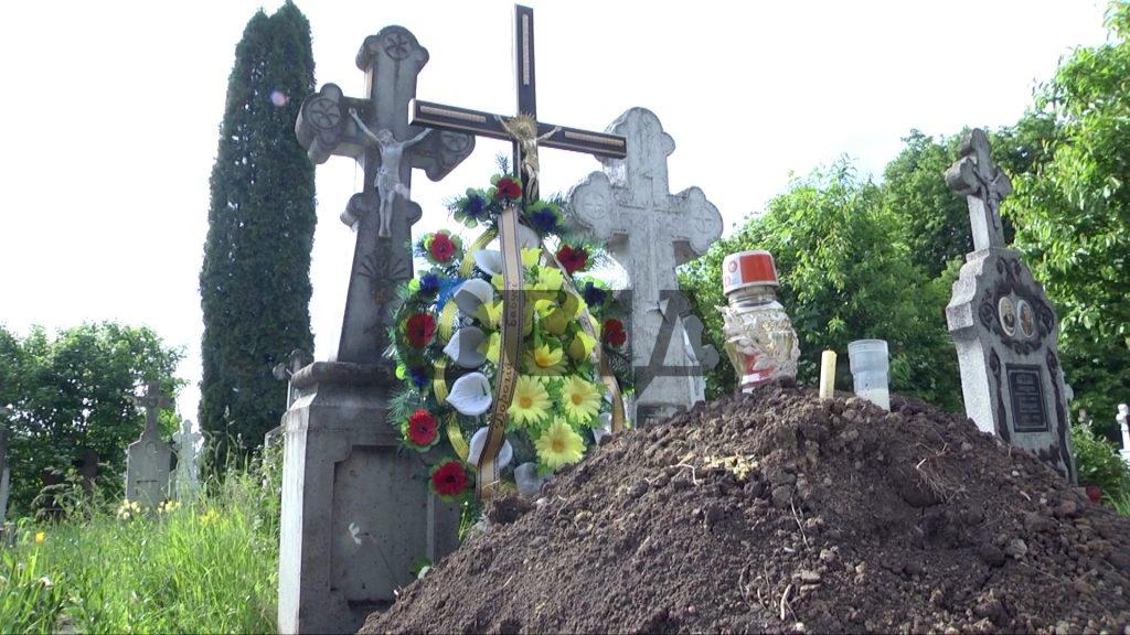 цвинтар, могила