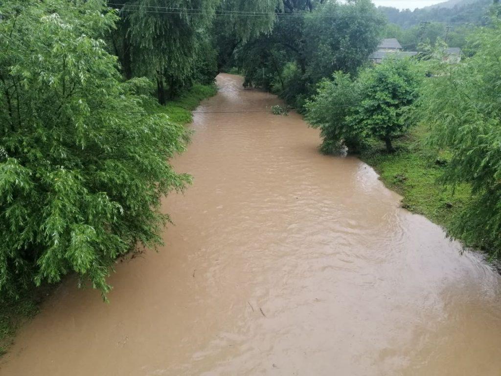 підняття води, річка, дощі