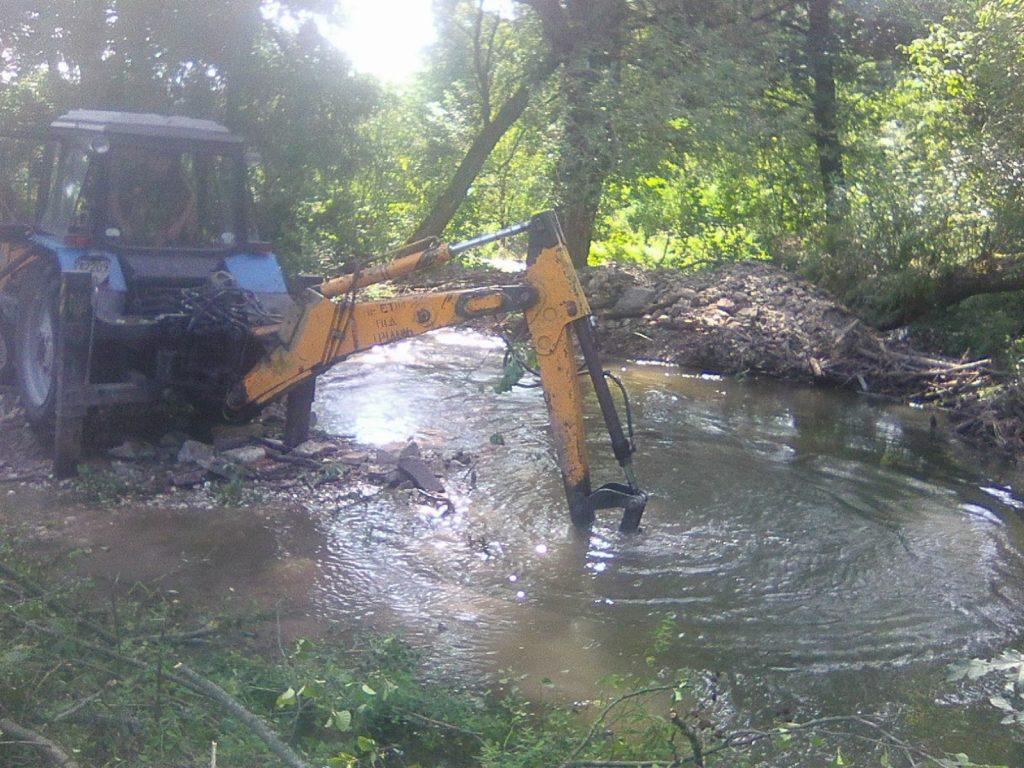 Коропець, розчищають річку