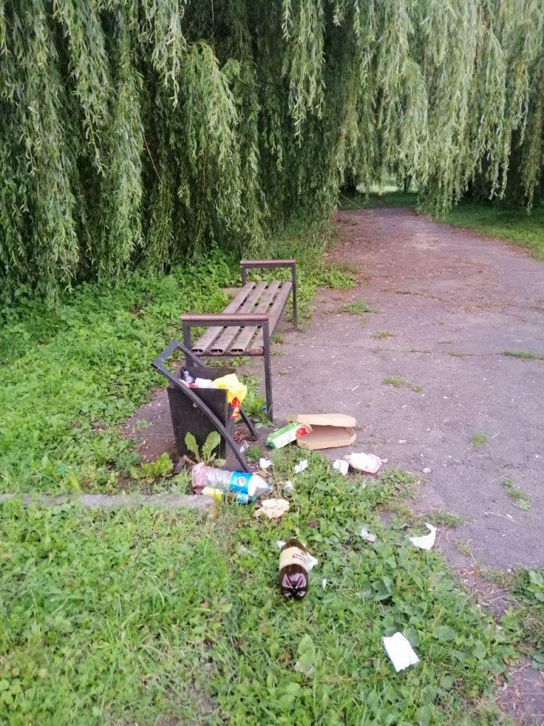сміття у парку, Ланівці